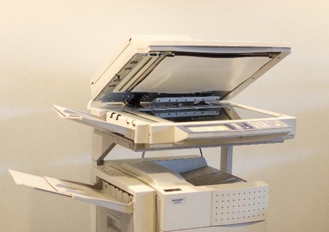 塗り足し・文字切れを注意することで断裁ずれは防げます。ポスター印刷なら1枚でも対応可能の当店へ。